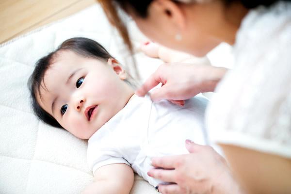 赤ちゃんの笑顔に癒される「ベビーマッサージ講座」
